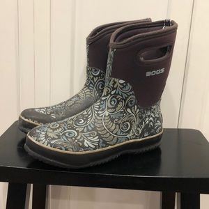 Women's Bogs Classic Mid Fern insulated boots sz 9